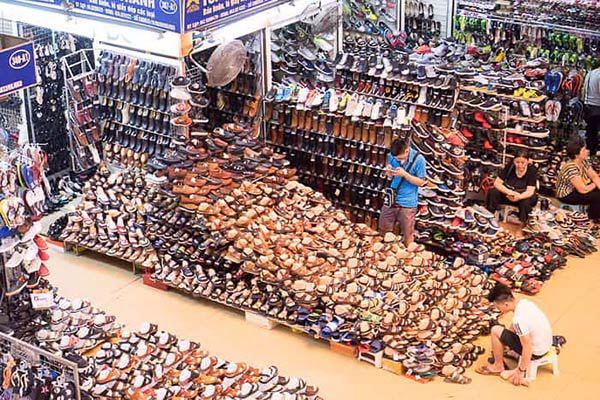 Chợ đầu mối luôn là nơi lý tưởng để nhập giày dép giá rẻ số lượng lớn