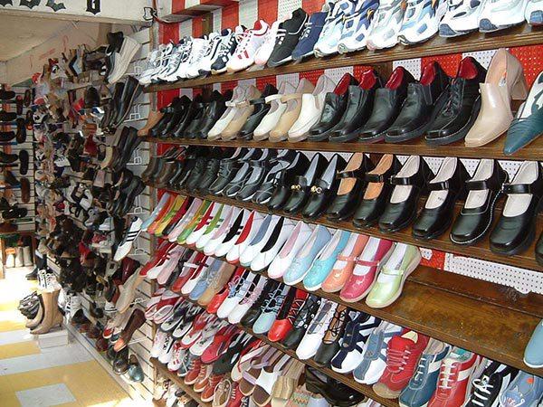 Nhập hàng giày dép từ đa dạng nguồn khác nhau để đảm bảo tính đa dạng