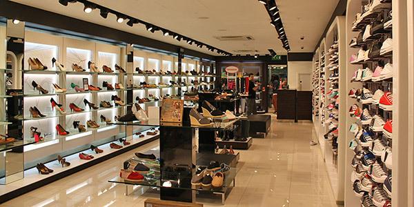 Nhập giày dép từ các cửa hàng bán buôn bán lẻ