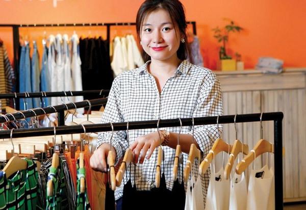Thuê nhân viên bán hàng khi mở cửa hàng bán quần áo