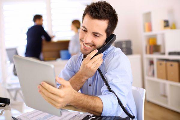giữ thái độ tích cực thân thiện khi giao tiếp với khách hàng