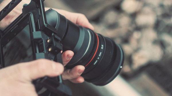 Máy ảnh chuyên nghiệp giúp chụp ảnh nhanh chóng