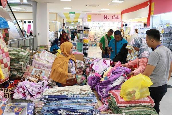 Cách lấy hàng quần áo bán online tại chợ Hồng cẩm