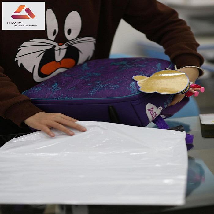 Cách đóng gói balo bằng túi gói hàng