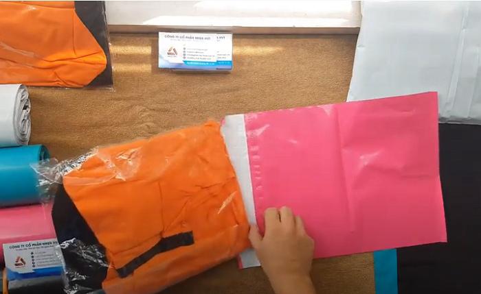 Túi gói hàng màu hồng